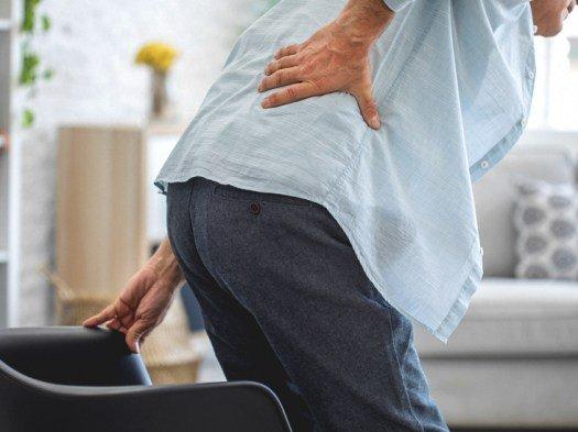 Derék fájdalom jobb oldalon – mi lehet a probléma forrása?