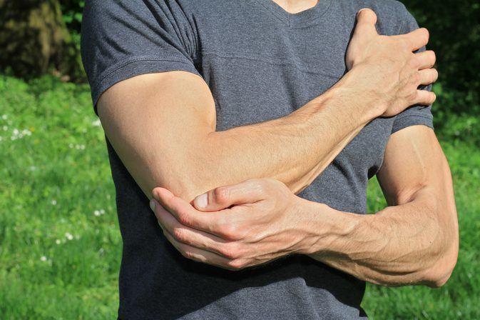 Jobb kar zsibbadás, fájdalom – mi okozhatja a tüneteket?