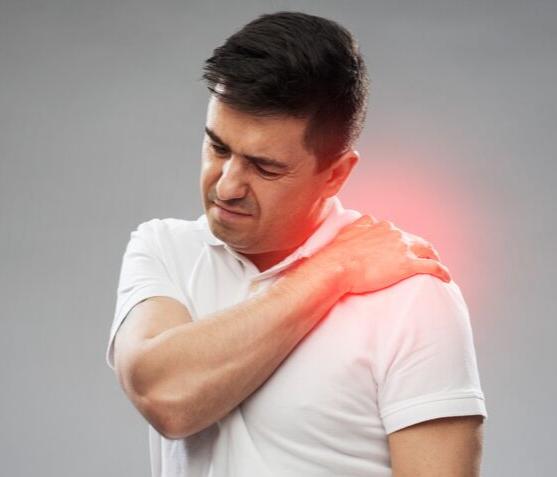 Váll fájdalom lelki okai – milyen érzelmek állhatnak a háttérben?