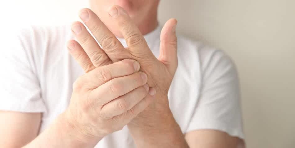 Bal kéz zsibbadás lelki okai – mi állhat a háttérben?