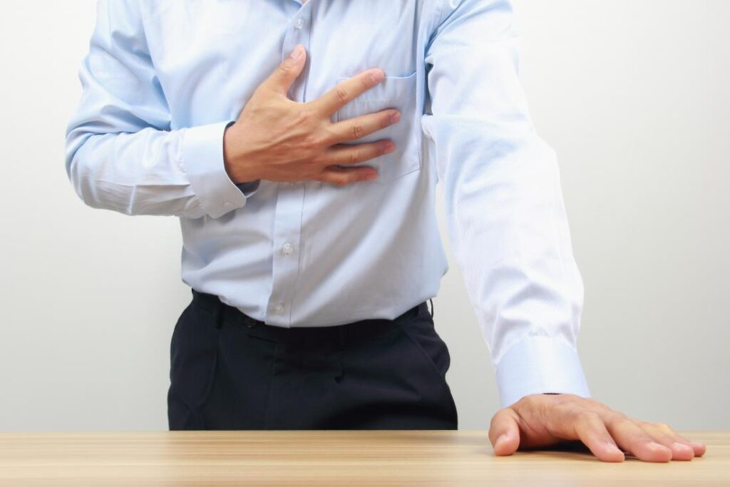 Bal mell alatti fájdalom – Vajon mi okozza a fájdalmat?